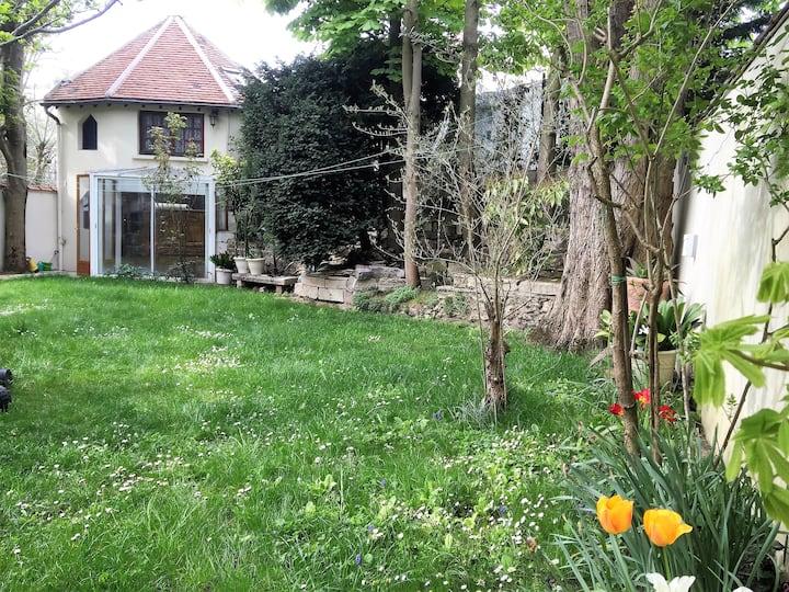 Petite maison jardin aux portes de Paris