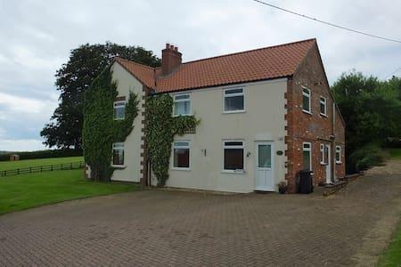 FLINTWOOD FARM HOUSE sleeps 10.Lincs Wolds/peace - Belchford - Huis