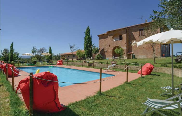 Holiday cottage with 7 bedrooms on 300 m² in Castiglione d.Lago-PG-