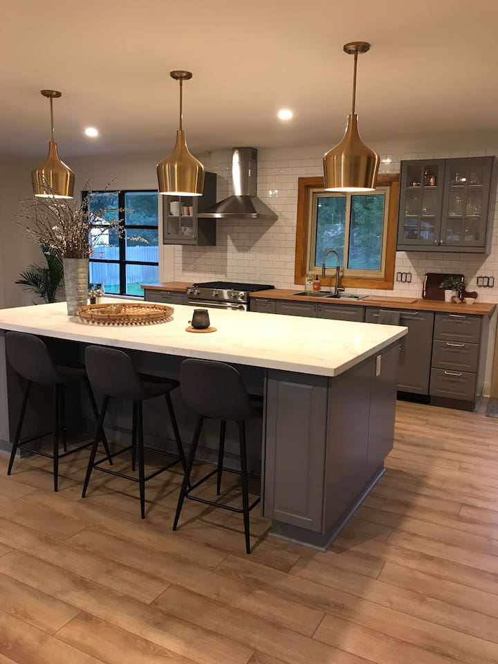 Large open- concept kitchen