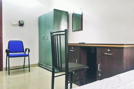 Technopark Kazhakuttom Jn, Air-con. Double bed .