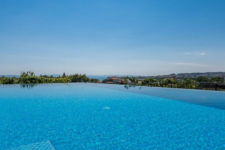 Seventh Heaven 1 & 2 infinity pool near Split