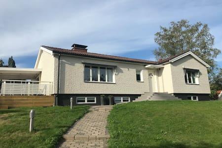 Modernt utrustad villa i Centrala Karlskoga