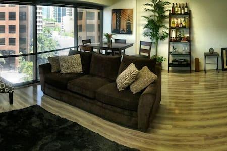 Modern apartment in the heart of Honolulu!!