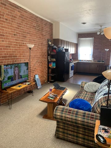 Spacious 1 bedroom on state street & the Bayfront