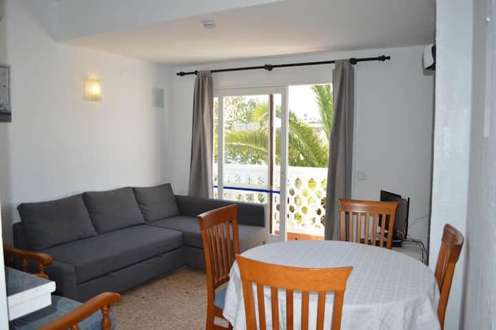 Appartamento per le vacanze in un complesso ben curato con Wi-Fi e balcone