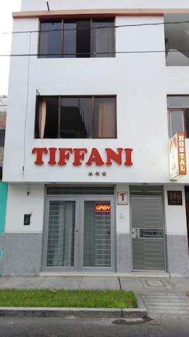 Tiffanis a 7 cuadras de la plaza