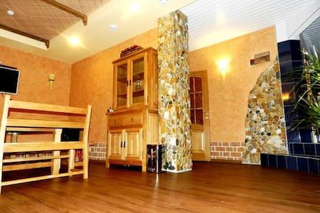 Уютные Апартаменты - Kirovsky District - Hotellipalvelut tarjoava huoneisto