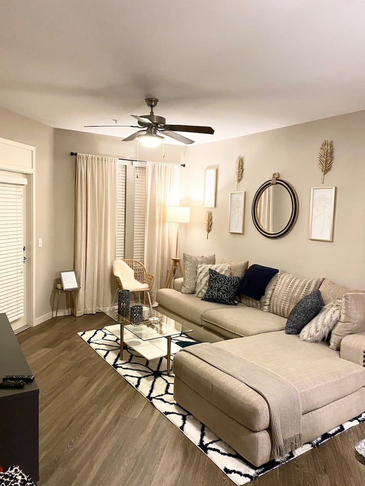 COZY APARTMENT WITH RESORT STYLE AMENITIES!!!!