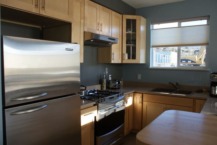 Private apartment suite close to Everything - Sechelt - Appartement