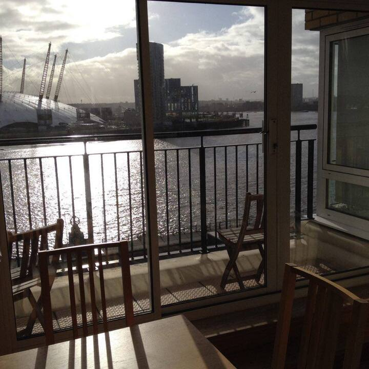 Big room with private balcony * Thames river