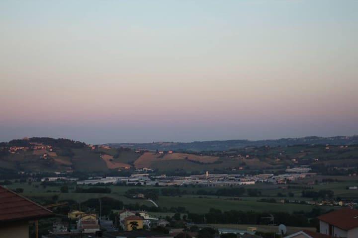 Foto dal balcone della cucina, tramonto
