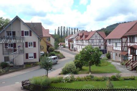 """Romantische Ferienwohnung """"Im Fachwerkglück"""" - Spangenberg - Lägenhet"""