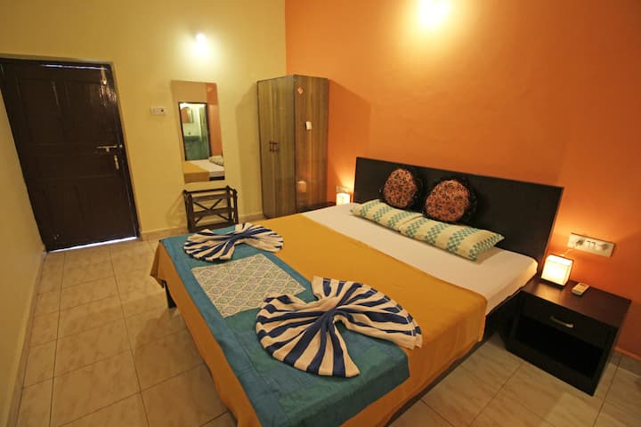 Budget Cozy AC Rooms close to Baga & Tito's lane