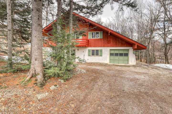 Family-friendly mountain home w/wood-burning fireplace, deck, private gas grill
