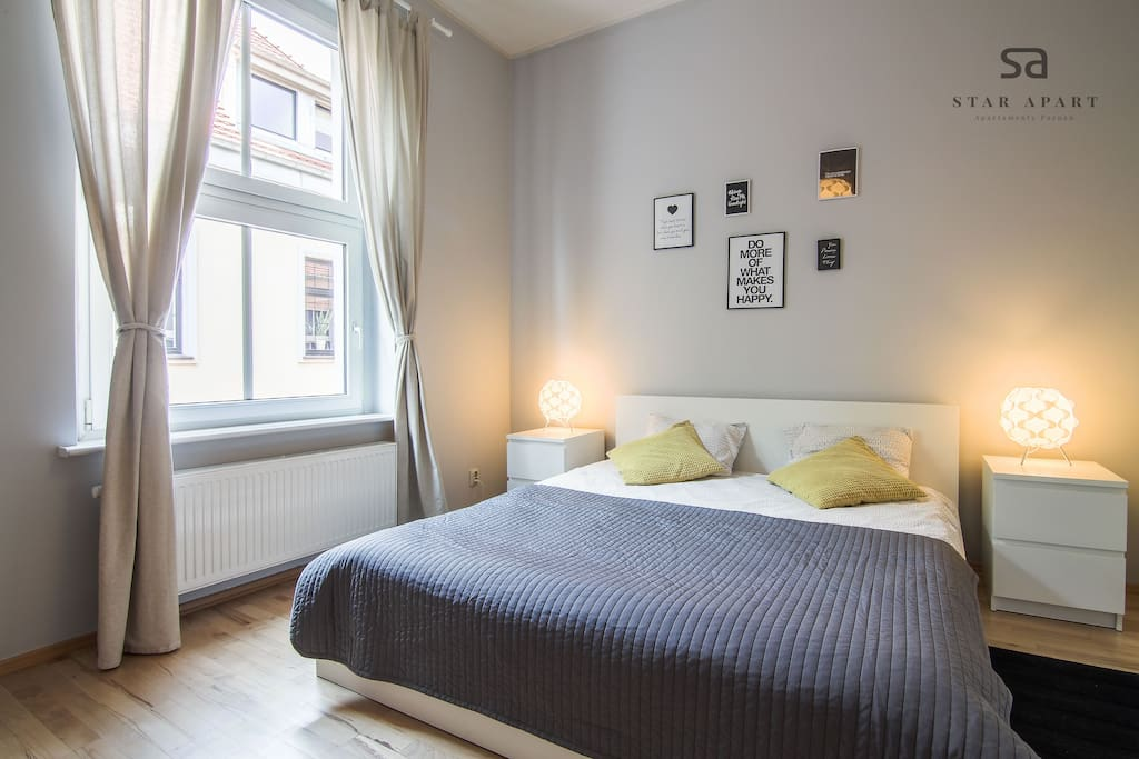 Sypialnia z podwójnym łożem małżeńskim
