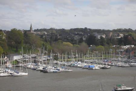voilier à quai Bretagne sud - La Roche-Bernard