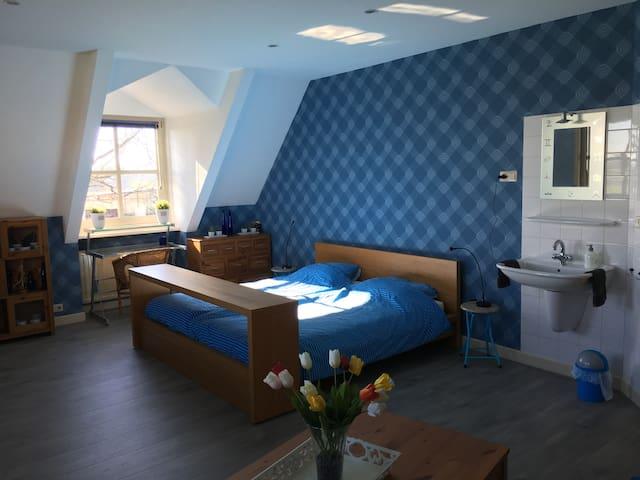 alle kamers voorzien van een privé wastafel
