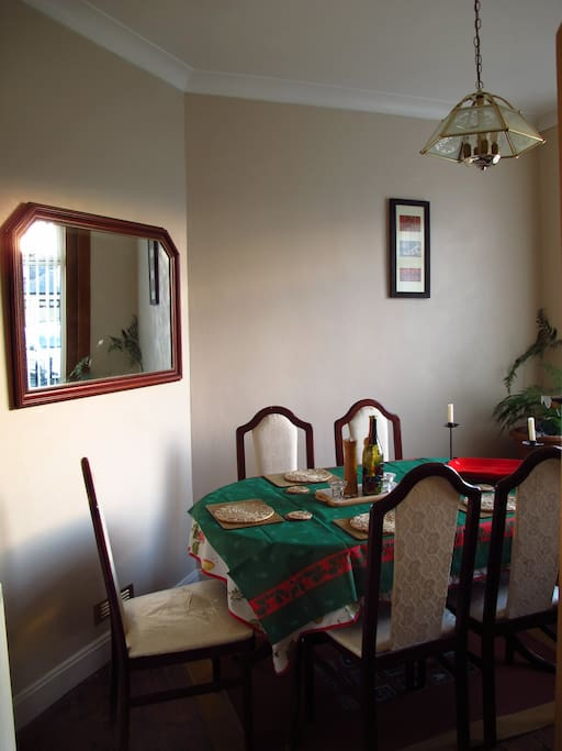 Dining room with table for seating up to 6 people