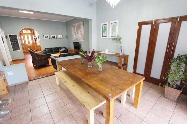 Beautiful & Spacious 5 bedroom house- Morningside!