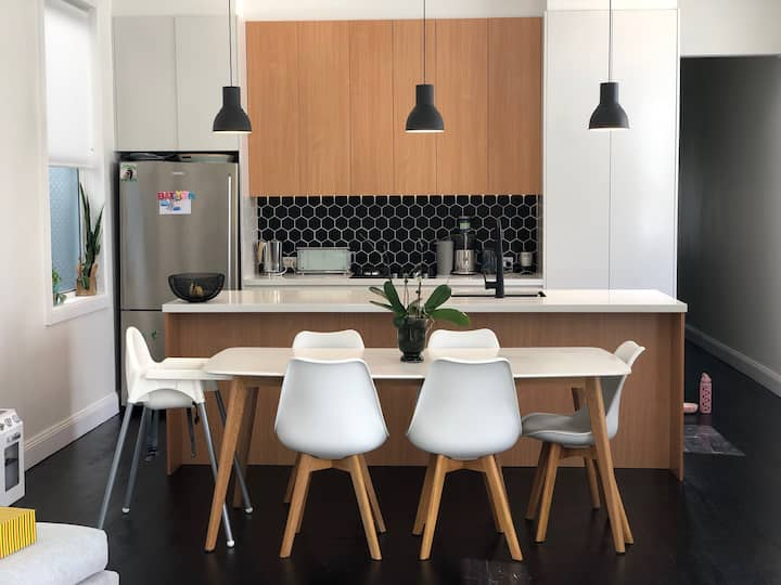 Perfect 4 Bedroom Modern Home - Central Sydney