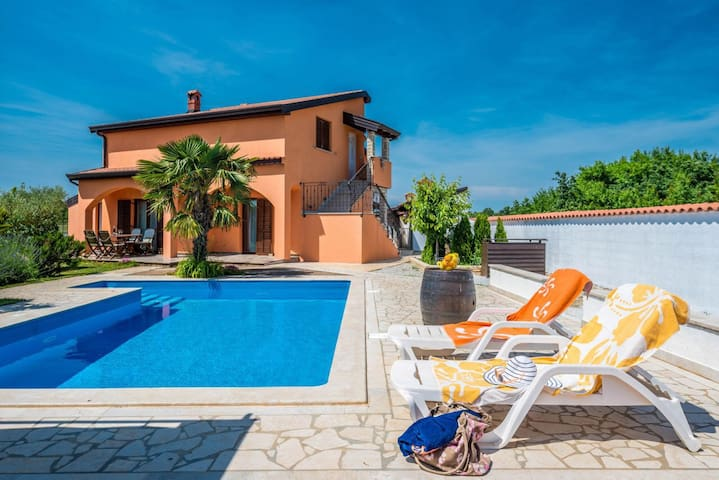 Apartment with swimming pool OLIVA