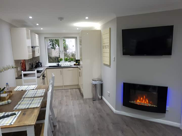 ✔ St Johns Apartment 3 ✔ Fast WiFi ✔ Free Parking