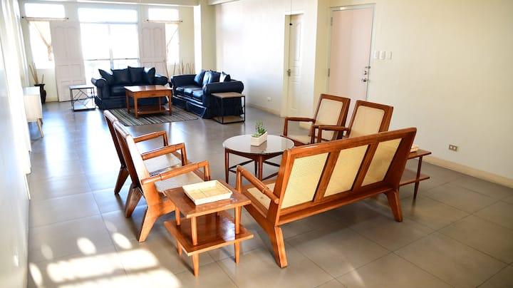 4BR PORT/BLVD AREA Spacious Apartment, 10-20ppl