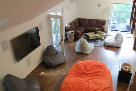 Sunny, spacious Carriage House - Great for you! - Oak Park - Domek gościnny