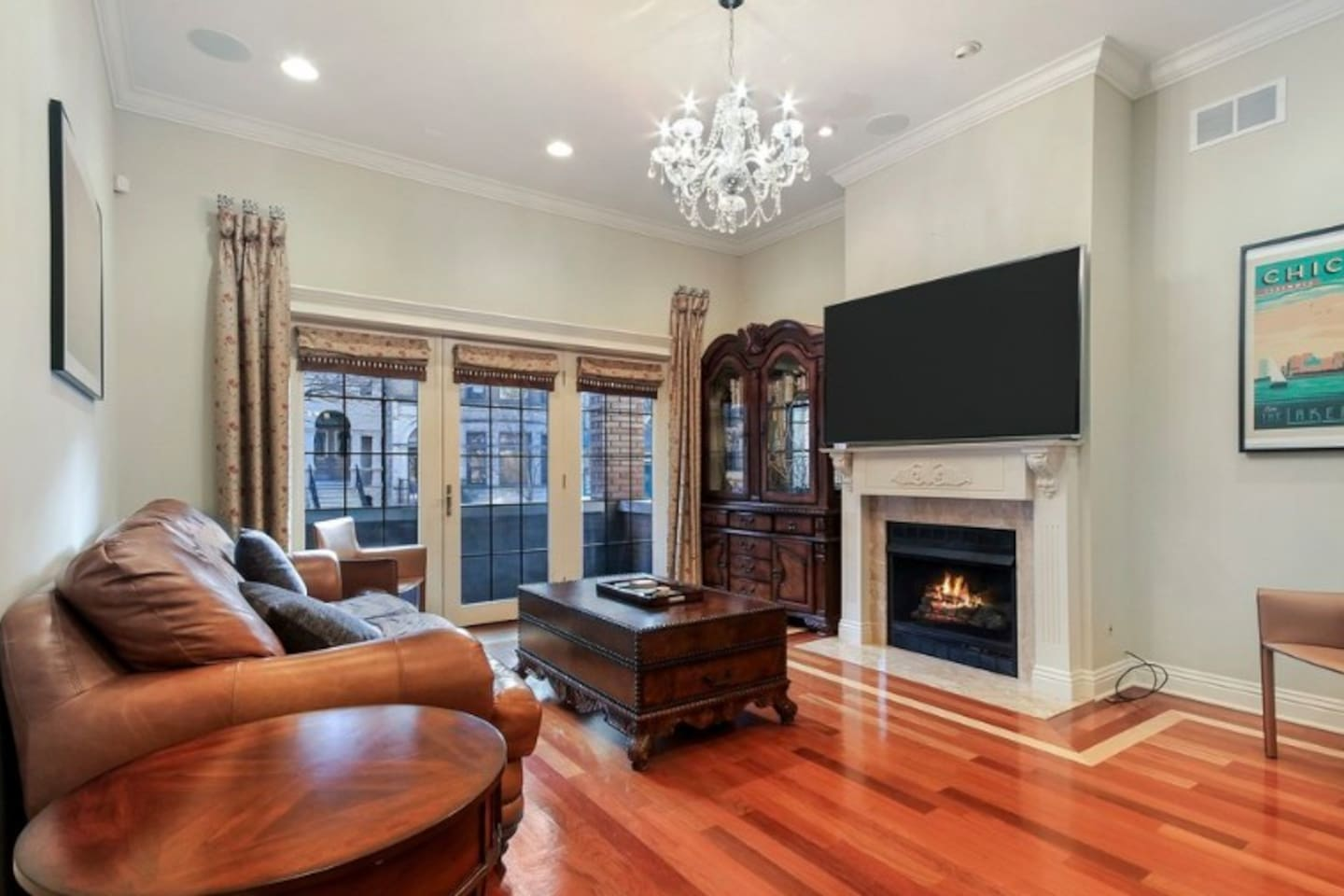 Living room with fireplace, smart TV and direct TV. Balcony access