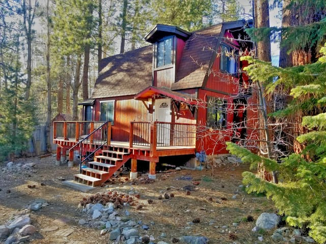 GETAWAY CABIN MINUTES TO THE LAKE, HIKING AND MORE