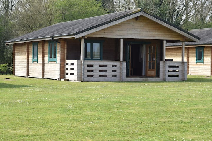 The Oak Lodge, Lake Pochard - Cotswold Water Park