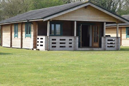 The Oak Lodge, Lake Pochard - Cotswold Water Park