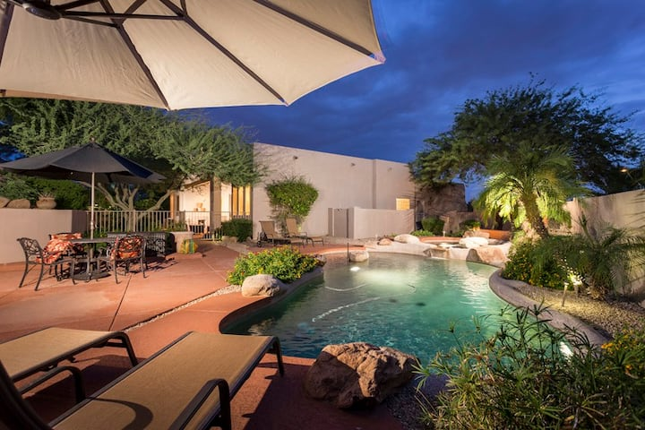 *SANITIZED* Hidden Oasis Intimate Home/ PVT Pool/ Jacuzzi/ Fire Pit/ Glendale