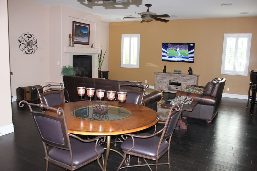 Familyroom and kitchen combo
