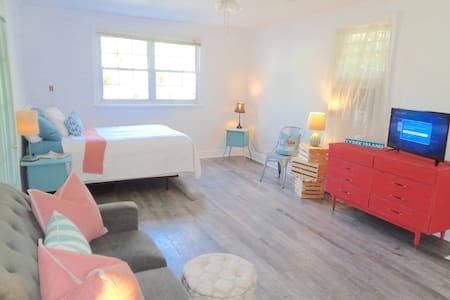 Sweet Beach Retreat. Blocks from everything! - Tybee Island - Huis