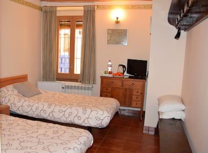 Habitación cerca Montserrat, SEAT y Barcelona