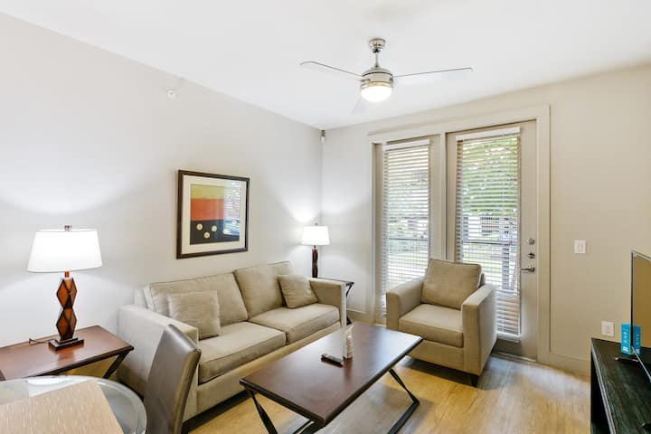 Gorgeous Updated 1 Bedroom + Pool + Gym