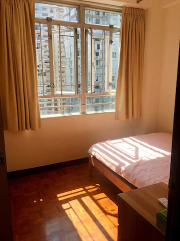Clean Cozy & Sunshine room in Wanchai, HK island