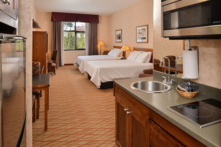 Lodge at Big Sky Mountain View w/ Kitchenette Ste.