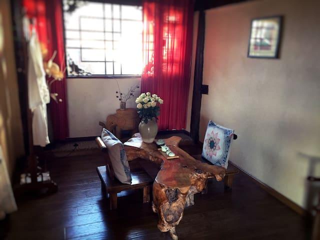 古城小院,缕缕茶香 - Lijiang - Huis