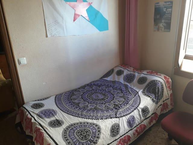 Coqueta habitación en San Vicente / Cozy Room