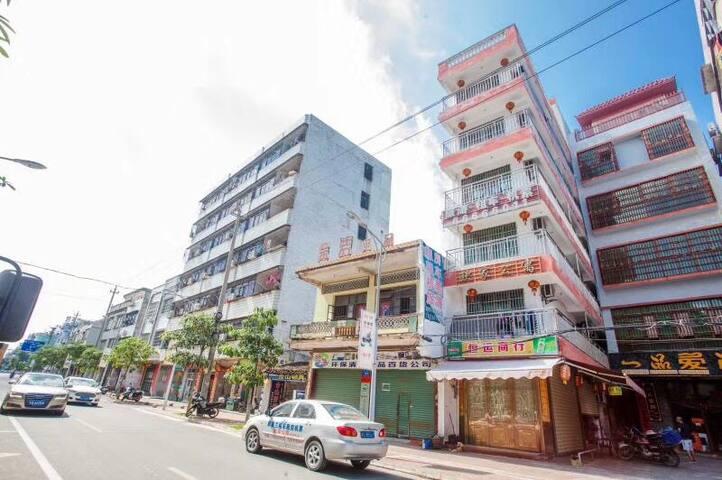 海南万宁万城欧家公寓 县城市区房 交通便利多间房间经济实惠 也可以整层出租 欢迎咨询