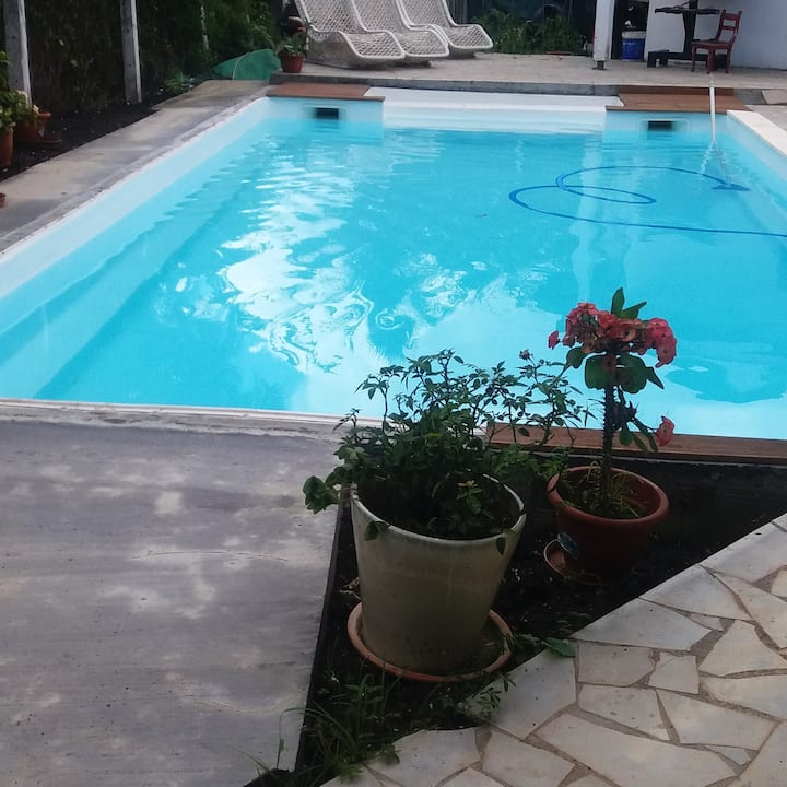 Studio in Sainte-Anne, with shared pool, enclosed garden and WiFi - 350 m from the beach