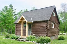 Cozy Log Cabin near Middlebury and Brandon