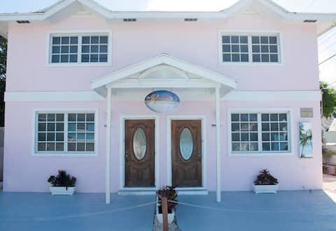 Romalia's Townhouse, Lady Regina Suite 1