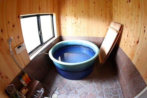 <古民家民泊>綿向山ビレッジ 蔵サイト一棟貸は2名様より最大6名様が宿泊できます。