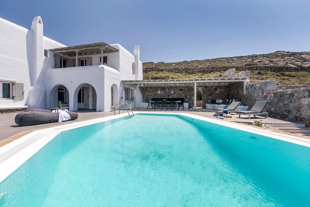 Pool & Villa view and/or external lounge