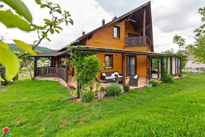 Heerlijk appartement in Otočac met uitzicht