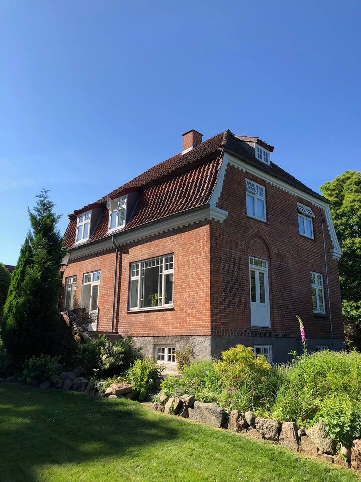 Large house 3 km from Aarhus center, close by sea